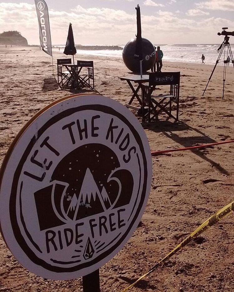 Se largó el #volcomtct quien se irá a #trestles California? Acompáñanos durante el día y entérate del paso a paso ! #letsthekidsridefree #welcometowater #truetothis