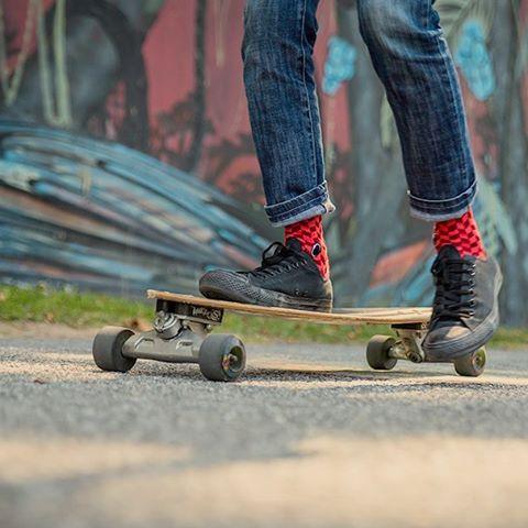 Nuestro plan para terminar esta tarde de sábado es seguir en acción paso a paso con las #RedForce. ¿Cuál es el tuyo? ¡Hoy #CreaTuPropiaHistoria! Link en bio para adquirir tus #OliverSocks. #Oliver #Medias #Sábado #Skate #Skaters #Urbano #Street...