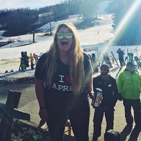 Spring skiing is ohhhhhh soooo goooood! @lastcupscilla #skiing #snowboarding #apresski #mountsnow #vermont #802 #justsendit #WhoaBrah
