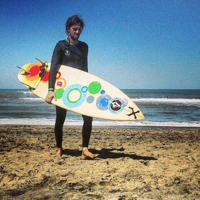 Tarde de surf al estilo @viktornash aprovechando las Olas de Chapadmalal #truetothis #welcometowater