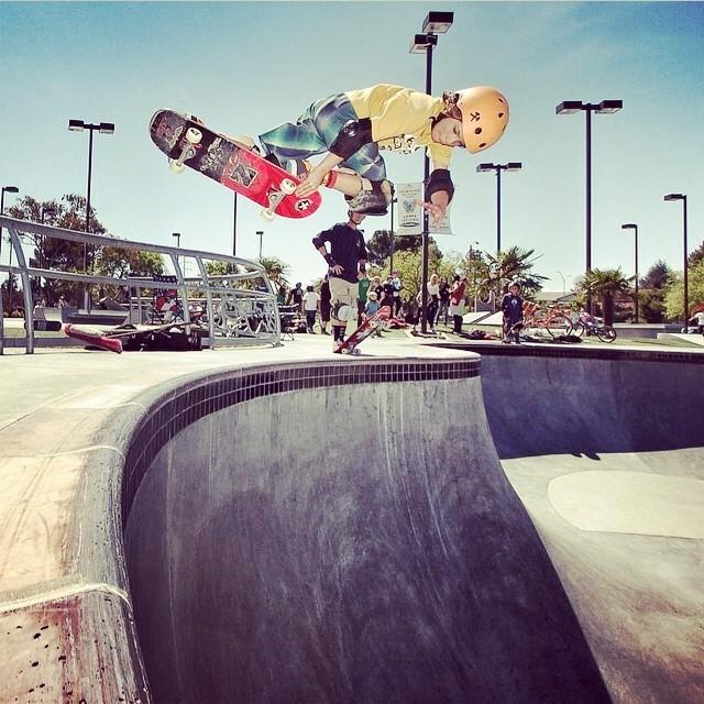 @rylanmancilla #fremont #skatepark . Rylan wears the S1 Kid Helmet. #kidhelmet #s1helmets #miniliferhelmet #skateboarding #backsideair