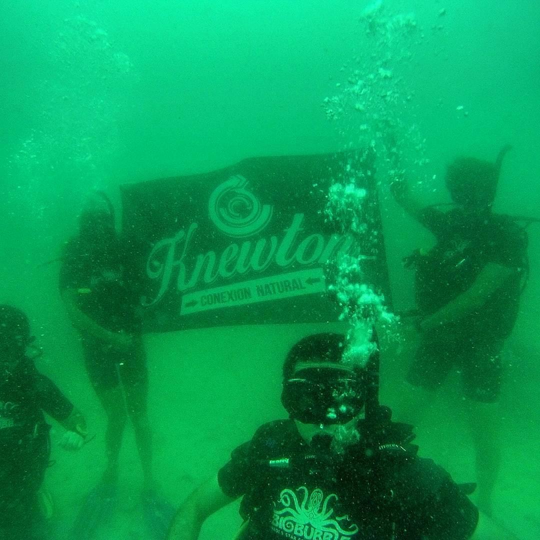 UNDER THE SEA. Buceo en Thailandia, 15mts. de profundidad! Seguimos rolando.... Entrá a http://goodpeople.com/ar/knewton-store/knewton y viajá vos también! .:Conexión Natural:. #DEEPBLUE #THAILANDIA #SEA #TRANKASTYLE #TRIP #BACKPACK #FRIENDS #LIFESTYLE...