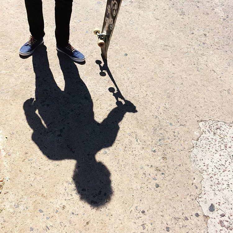 Soy sólo una sombra, pidiéndole a un hombre Tabas que la ame