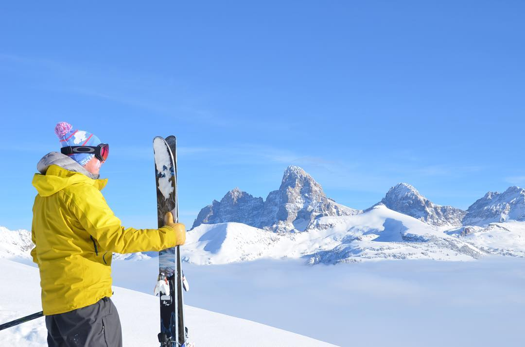 Winter refuses to pack its bags..........we're not really complaining #targhee #grandtarghee #catskiing @dnichols810