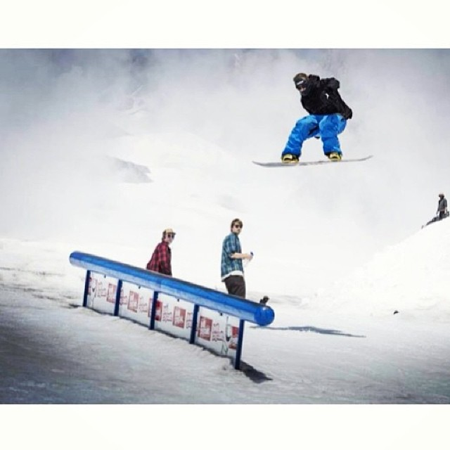 #TBT to summa time @highcascade . @algaee floating one @timberlinelodge #snowboarding #MtHood #VentingPant