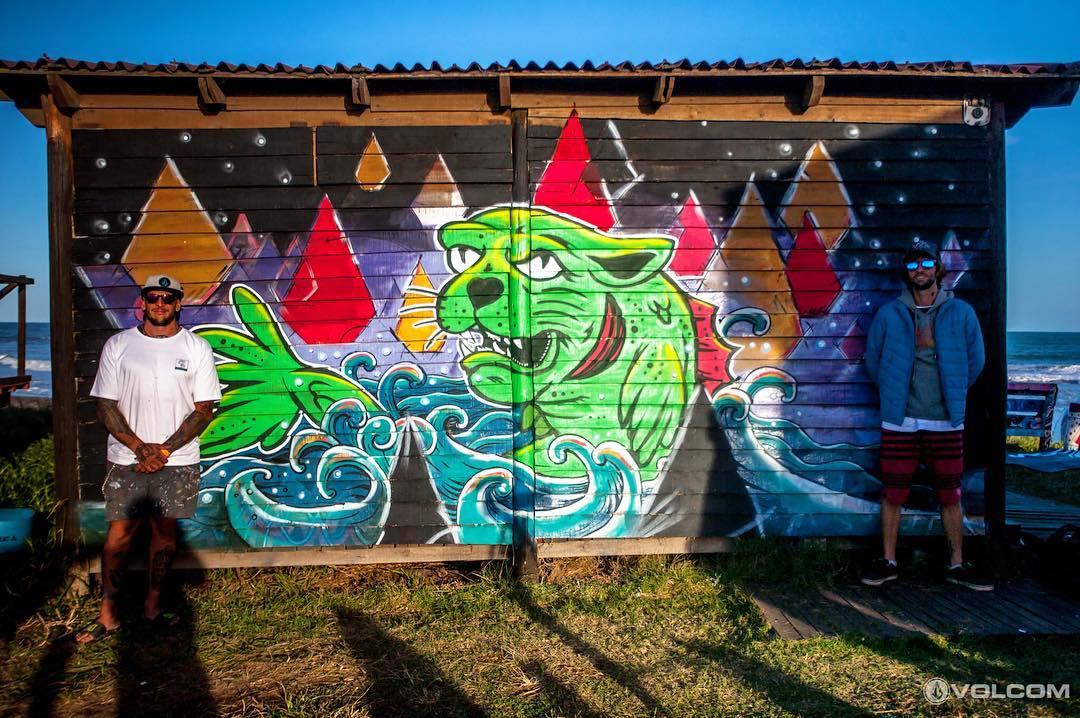 Dejar el mensaje cerca de las olas: @mvarbaro + @viktornash dejaron su arte durante el #volcomtct #featuredArtist