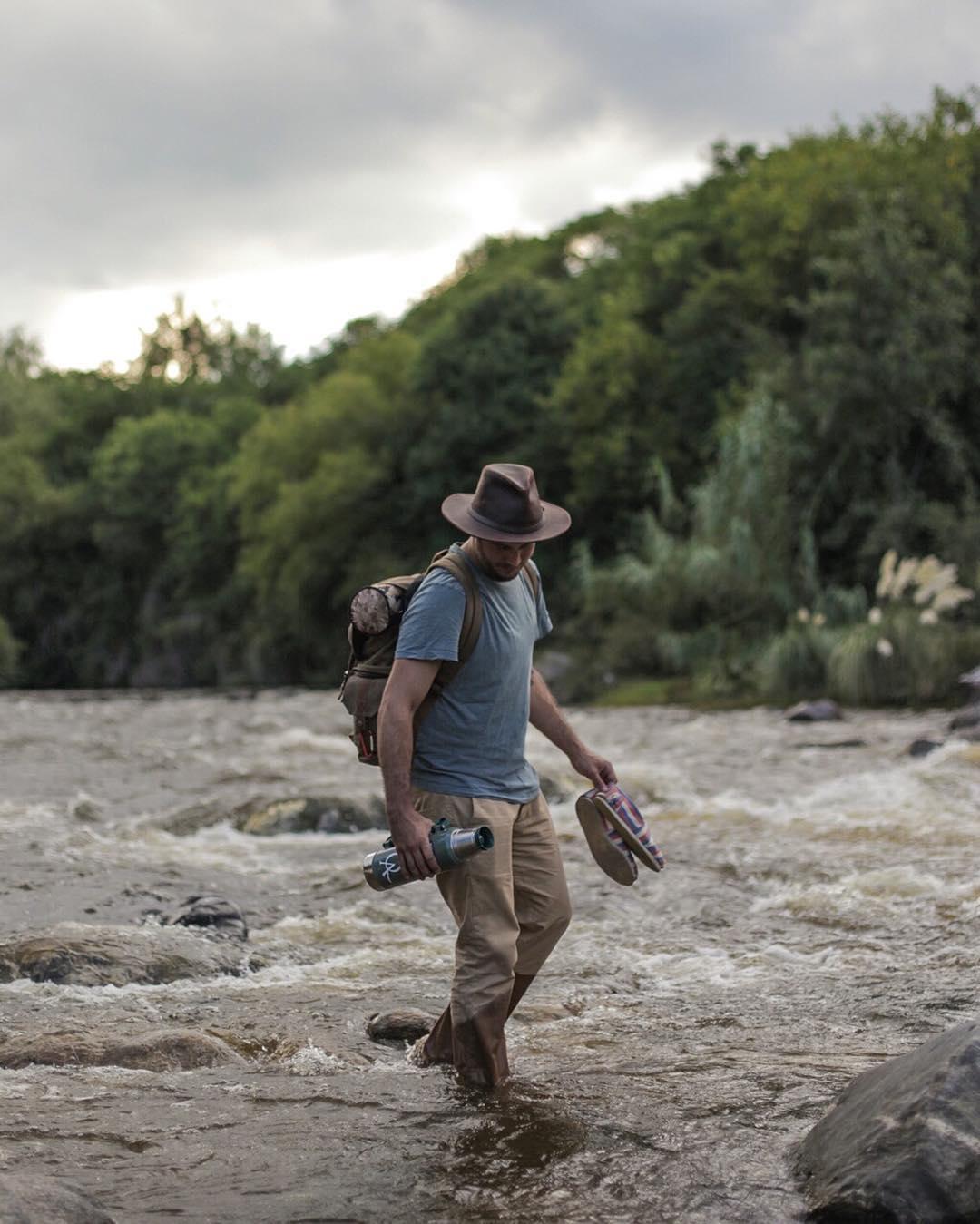 No dejes de cruzar un río por miedo a mojarte. La ropa QA es para vivirla. ¡Buen fin de semana largo! · #Aventura · #ActitudQA ·