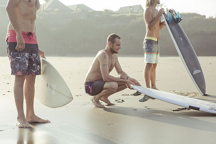 Lo Tides || The perfect boardies from surf to sand and beyond. || L-R @tyler_warren in the Tribong 'Mescy Dreams; @creedencecandyxx in the 'Adrenaline'; and #DaveRasta in the 'Spinner Tropics'. Available at Billabong.com or your local shop....