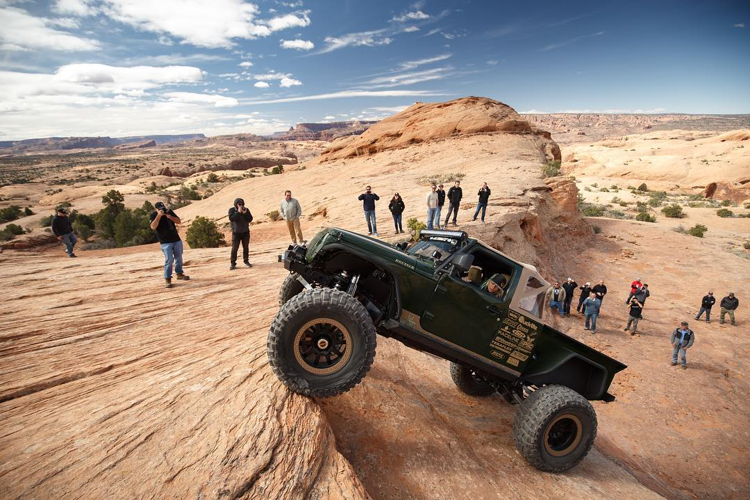 It's got a V8 and gets pretty rowdy on the rocks, we approve. Our homie @thejessicombs piloting this rig through Moab.  _____ Rig: @bruiserconversions  Photo: @larry_chen_foto