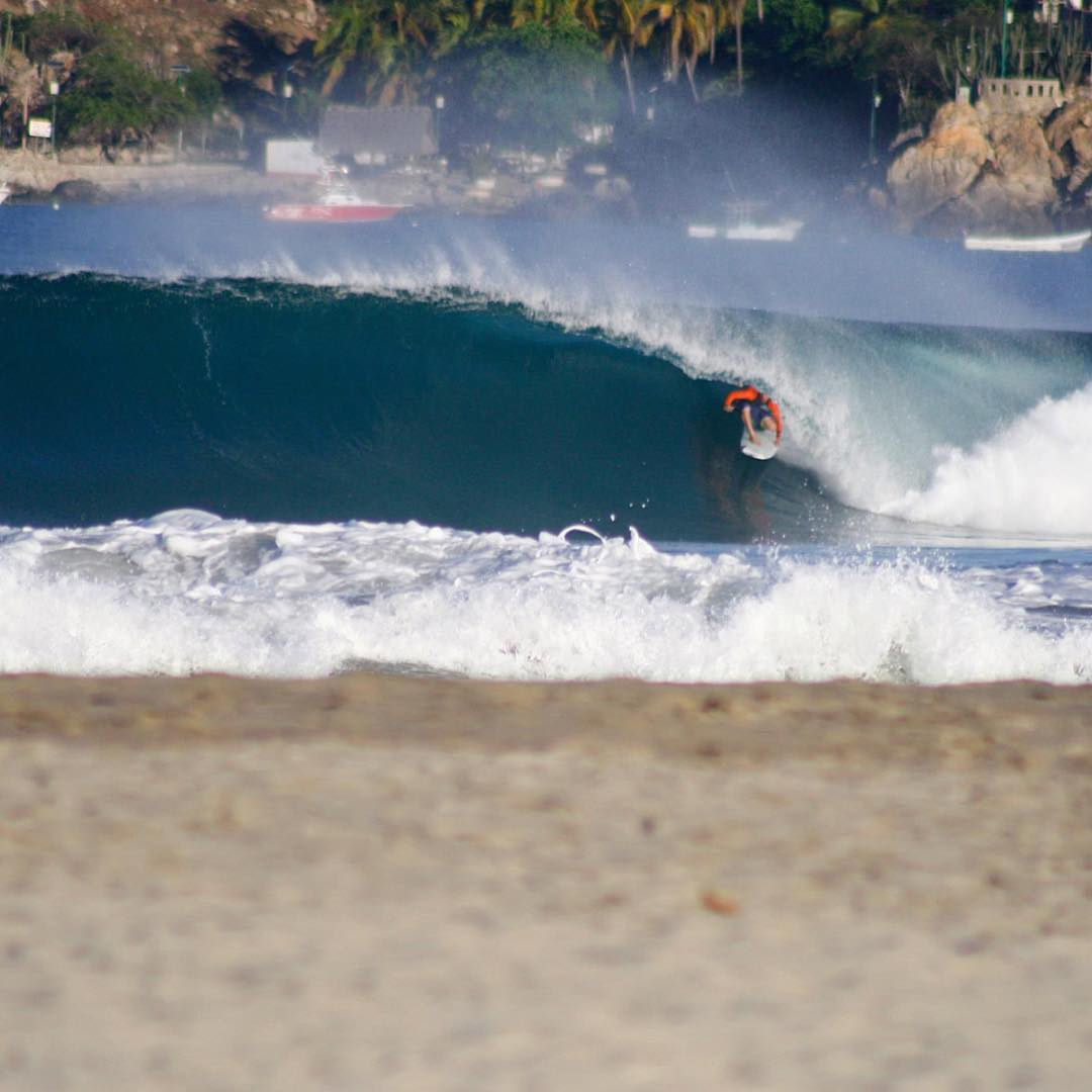 @blakeferraro_ backside runner in Puerto Escondido.