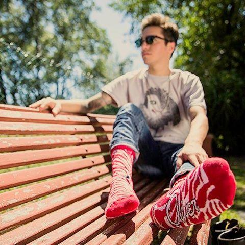 Este #ViernesSanto aprovechá el feriado y #CreaTuPropiaHitoria disfrutando del aire libre y las #AnimalRed en tus pies.  Link en bio para comprar tus #OliverSocks. #Oliver #Medias #AnimalPrint #Rojo #PicOfTheDay #InstaPic #Feriado
