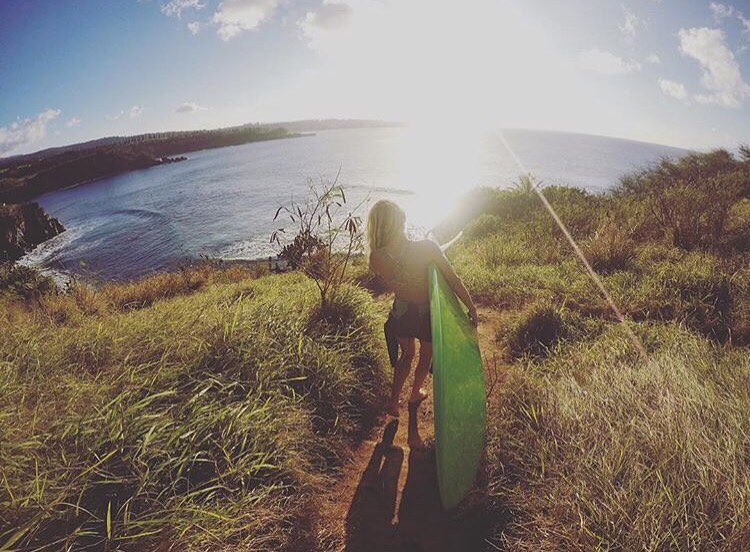 Who do we love and admire? Our inspiring team of ambassadors! @saltkissed making the trek down to Honolua Bay.  #surf #surfergirl #honolua #maui #girlswhorip
