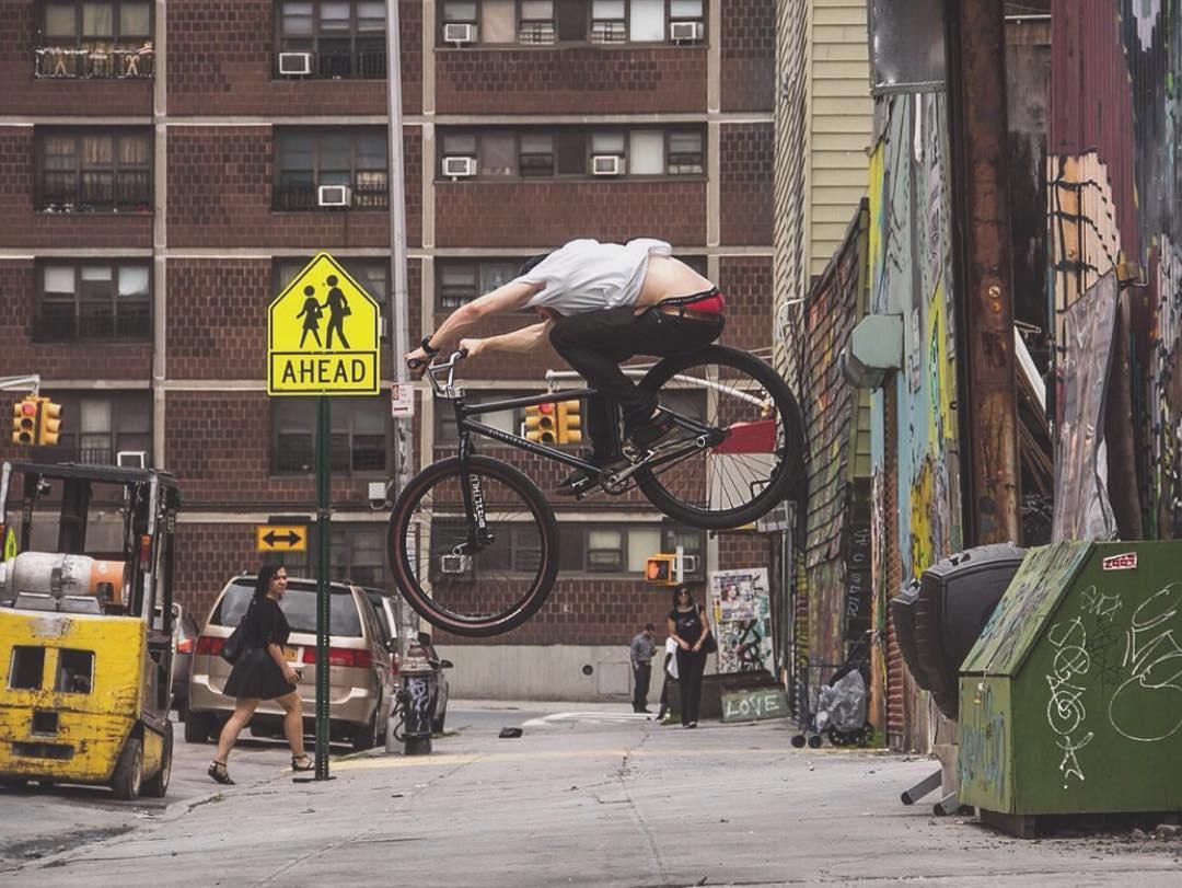 180 to Halfcab off the Greenbox - NYC @slumworm Photo @miketschmitt  #fixedgear #Ridewithus #Boombotix