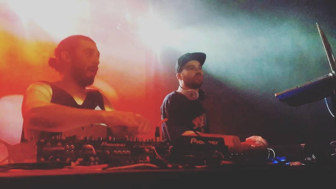 Esta #noche la dupla se divide y se encarga de musicalizar dos pistas en la ciudad de #buenosaires aCidoCis  tomo el mando en Garden Groove Baires / Olivos Ghetto se encarga de GOLDIE FUTURE CLUB  #gotcha #partyneverdie