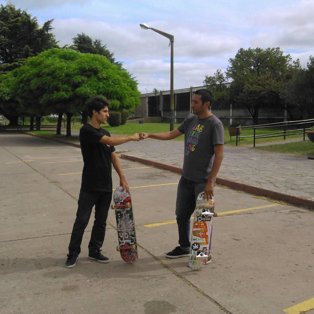 @marquezsk8 y @ivan_jofre están de tour en Olavarría grabando para el matanza skate video