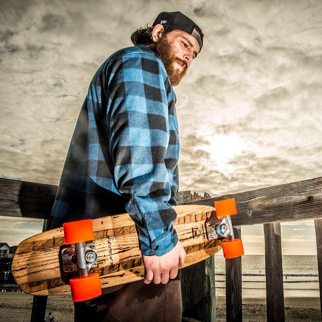 Our good friend and Natural Log ambassador Charlie posted up with his Vintage Roots Mini. Our reclaimed oak decks start at $199 and are only available through www.naturallogskate.com #ActionBronson #naturallogskateboards #vintage #oak #cruiser...