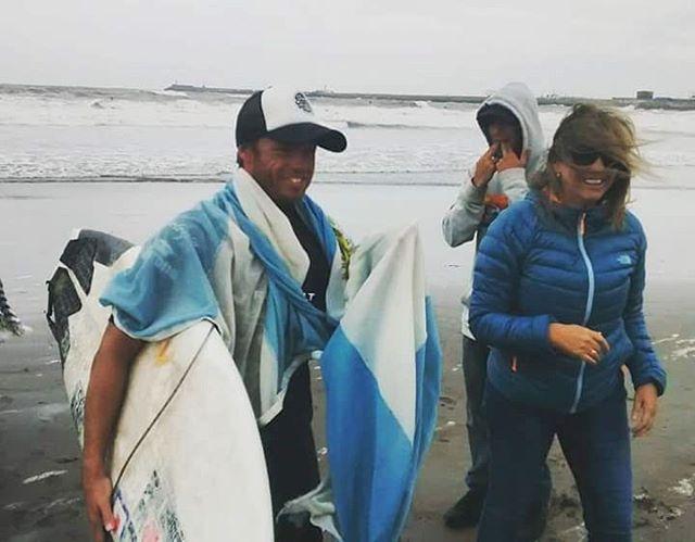 @leleusuna  del #reefteam llegando a la final del QS @RipCurlArgentina y quedándose con el segundo puesto