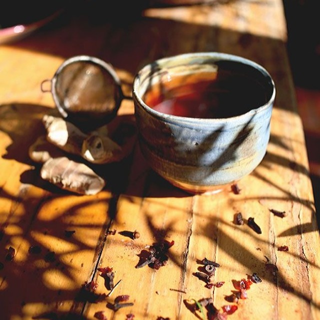 TASTY TUESDAYS // Ginger Root Tea Brewing up a cup of ginger root tea takes 5 minutes and might be the best thing you can do for your body all day!  Ginger decreases inflammation, aids in digestion, destroys bacteria and viruses, lowers blood pressure,...