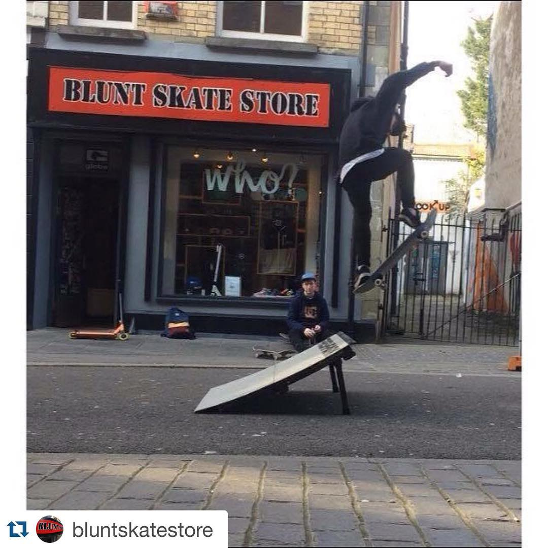 #Repost @bluntskatestore  Saturday Kicker Sessions @rudeboy109 @evanmorgan00 @brandon_cawl . Get a move on Gibbsy #skateboarding #shopkicker #freshpark #SupportYourLocalSkateshop