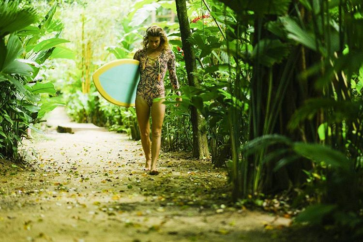 @leahloves Commuting to the waves wearing the #seeasolanas surf suit shot by @nick_lavecchia #myseealife #seeababes