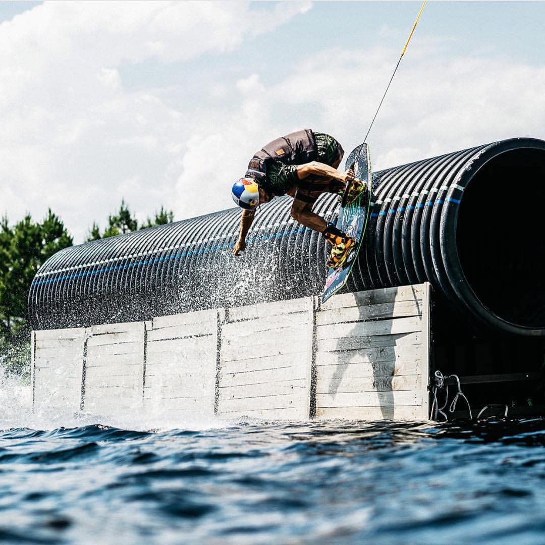 A new season is upon us. That means new set ups, new content and more @domhernler! We're looking forward to it. #ronix2016 #oneloveinwake #fortifiedwithlakevibes #kinetikproject