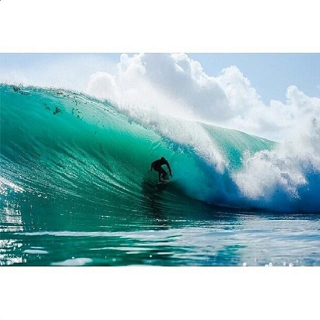 Hoy hay #Concurso #LIVINGOFFTHEWALL por twitter. La temática es #SURF.  Expresá en un video de #Vine o #Instagram qué es para vos vivir el surf de una manera diferente,  disrruptiva, propia, offthewall y participá por una remera!