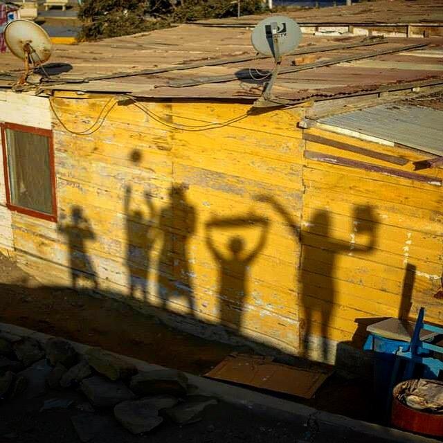 Lobitos lifestyle... #MartesFoto with @heplobitos @lobitos_cinema_project /// @billabongwomens #wandermuch #photographyforsocialchange #fotografia #communitylove #Coast2Coast #LCP #comopapayaconlimon #HEP #surf #notmadjustnomadic #amigos #arte #lobitos...