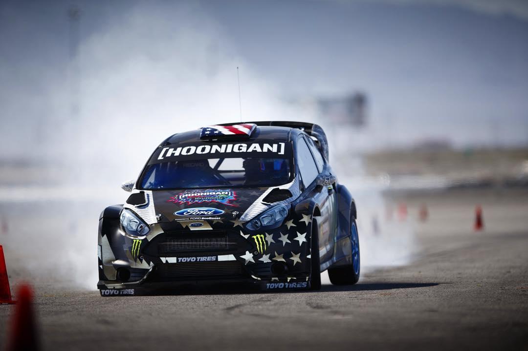 HHIC @kblock43 working those brakes and that reflective livery while testing in Las Vegas. #brakelatebrakehard •