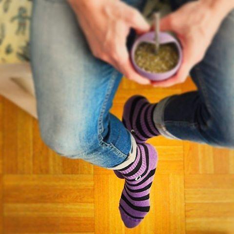 ¡Tomá lo bueno del día! Comenzá tu jueves con las Oliver #Violets y #CreaTuPropiaHistoria.   Link en bio para adquirirlas. #Oliver #Socks #OliverSocks #Medias#BuenDía#Desayuno #Mate #BuenosDías