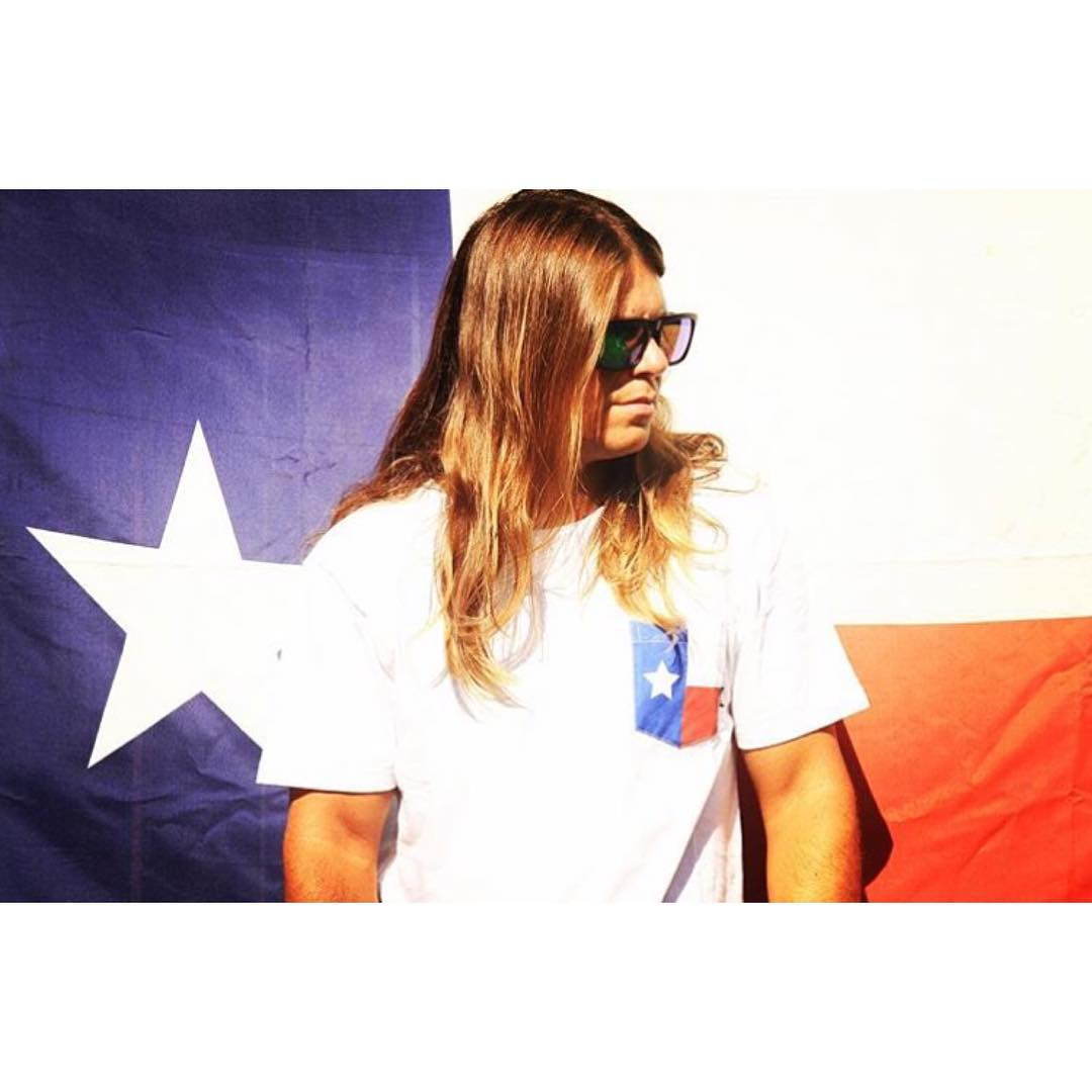 We all know Texans love nothing more than Texas ... and @hovenvision Sunglasses.  Team rider @tomfooshee showing his pride sporting the black on black Mosteez / Polarized green lens.  Stay tuned for updates as the Hoven team sets up for the Texas Tour...