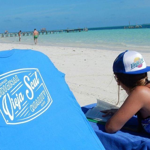 Nos resistimos a que se fuera el verano, por eso lo seguimos a todas partes #beach #cuba #relax #summer #tshirt #cap #instamood #instapic #instagood #skateshop #viejascul
