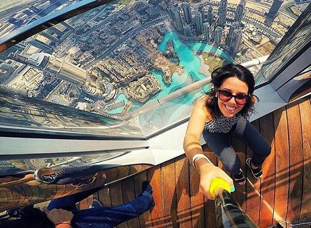 Tremenda foto desde el #BurjKhalifa en #Dubai! Ph: @roocarrillo #ZephyrPole