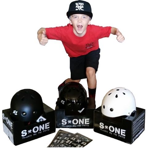 @sk8inbaconbeast gives the S1 Mini Lifer Helmets the