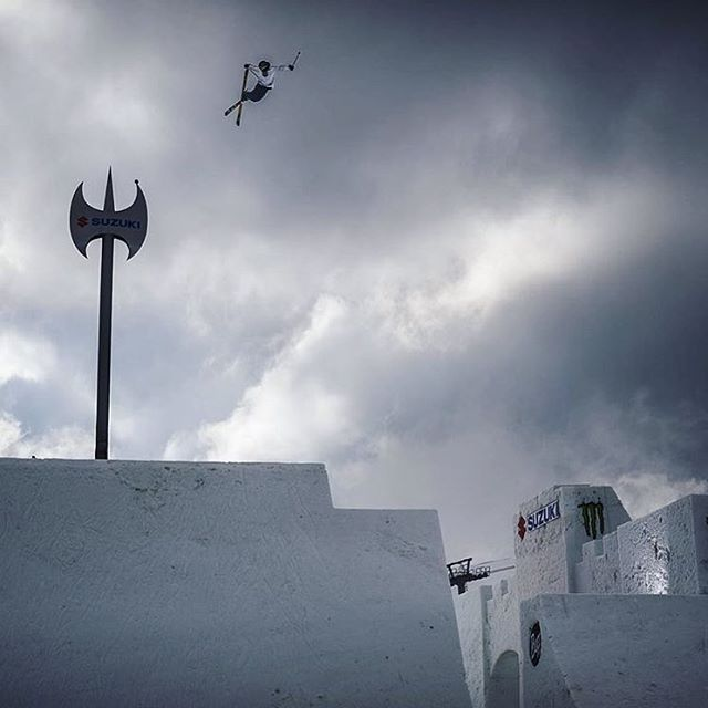 We haven't seen a hip like this in years and we like it. Cheers @nineknights | @mrdavidwise going huge! #shapingskiing