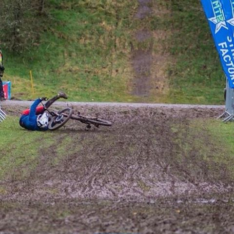 #fanshotfriday #Repost @masonpritchy92 ... Sometimes you just need to slide through the mud before crossing the line. Last weekends @britishenduro had some pretty brutal weather.! Photo @docopod #SixSixOne #661Protection #ProtectFun