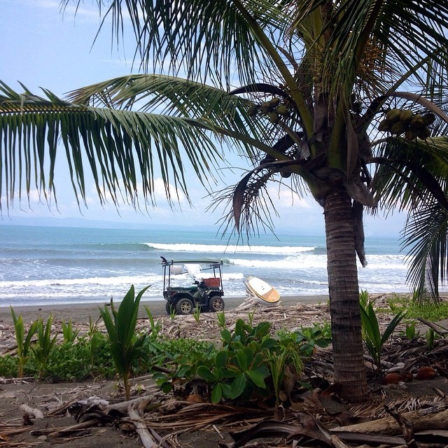 """Photo of the day on goFlow app. From Costa Rica: """"Good fun, nice peaks, no crowds."""" — Awesome· Head(5ft)· Glassy· FewPeople (via Peter Harrison) — at Zancudo #goflow #costarica #surf"""