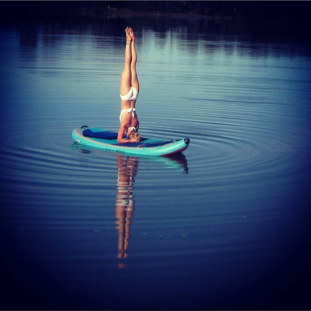 @tash_n_sam_acrokiwis out for some #supyoga on the #halaatcha in #newzealand.  #halagear #adventuredesigned #paddlewithfriends #isup #inflatable #standuppaddle #paddleboarding #suplifestyle #adventurers #sup #supthemag #repostmysup #stand_up_paddle...