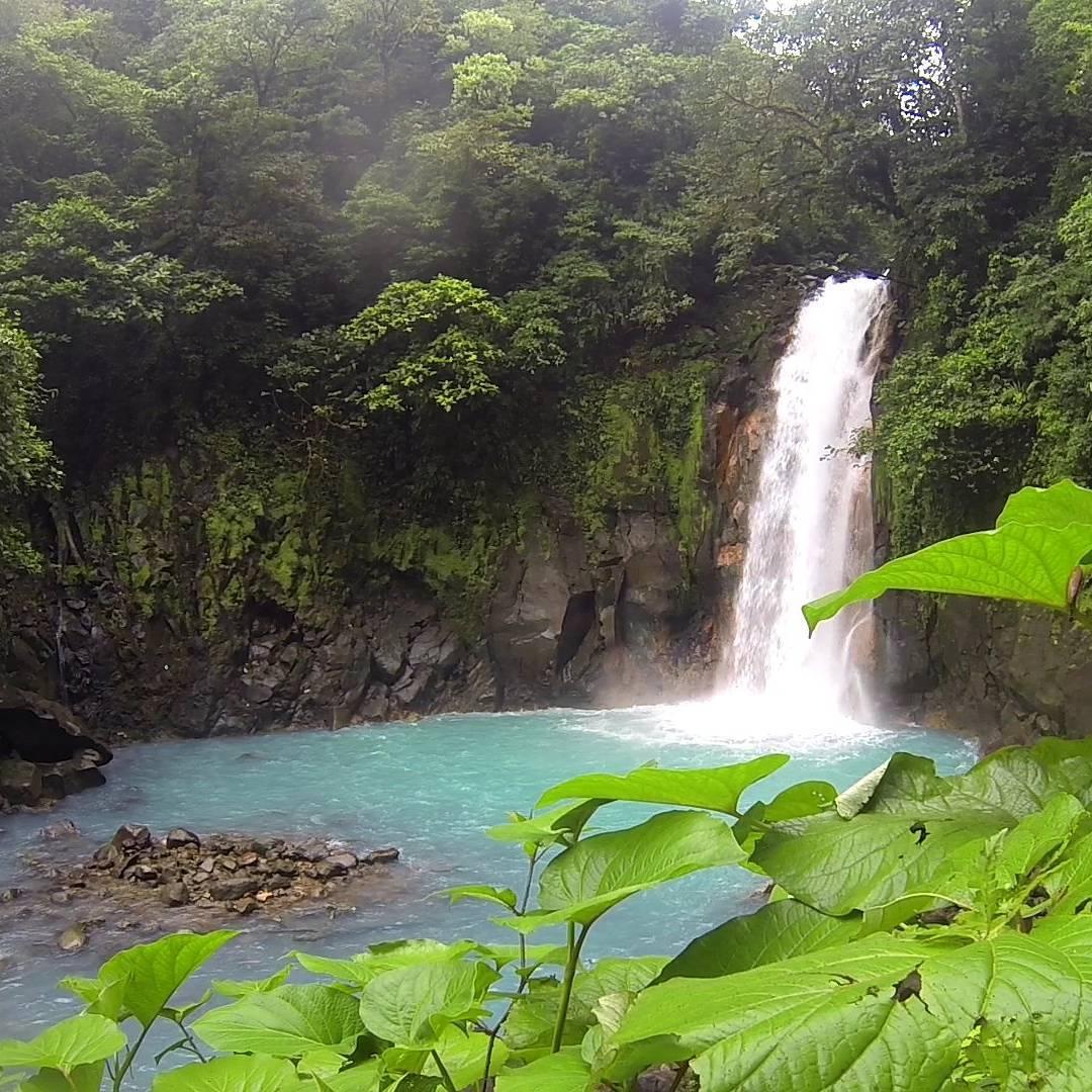 La hermosa cascada del rio celeste, del parque nacional volcan tenorio. #all_my_own #fotografia #goproeverything #goprooftheday #cascada #costarica #descubrecostarica #creacion #estaes_america #earthpix #gopro3 #ig_great_pics #goproarg #igworldclub...