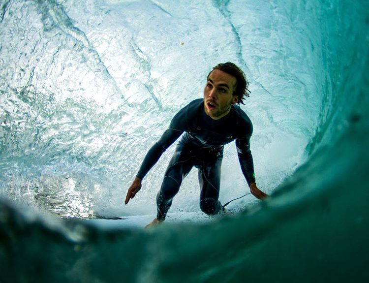 Happy Friday!!! Inside the tube with @blakeferraro_  photo: @dustinkeoni // Get after it this weekend! // #disidualliving #disidual #saltwaterbandits #surf #California #surfing #cali #saltwater #adventure #keepitwild #dontletitblur