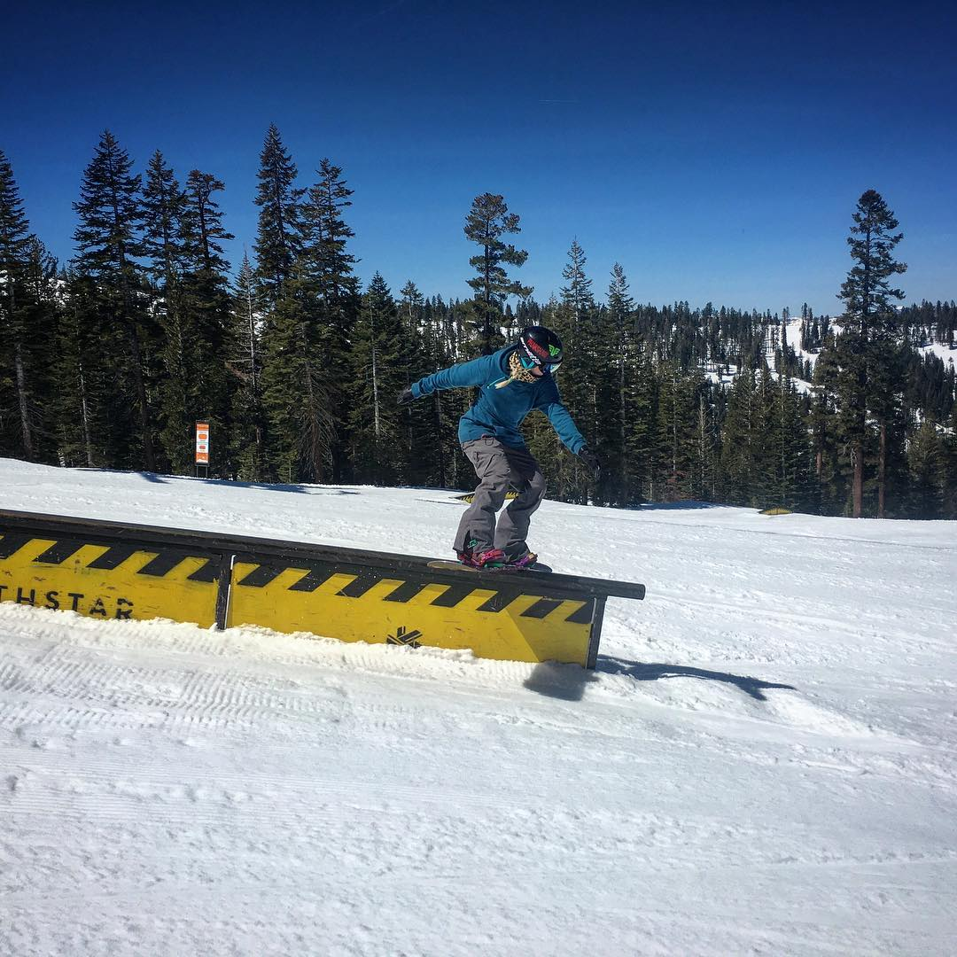 @ppppnut #snowboarding @northstarparks #thrivesnowboards #boardslide #shejumps @shredbetties