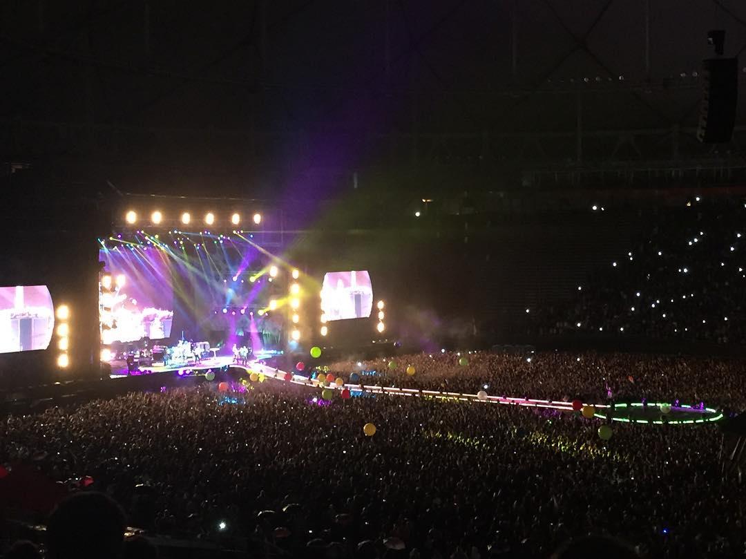 Paso otro show de #ColdplayBuenosAires a pura lluvia y color!