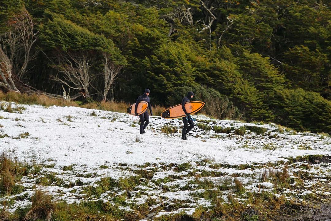 Hacia mucho frio, hace poco habia dejado de nevar, salimos del bosque y cruzamos los campos nevados para entrar al mar. Recuerdos inolvidables que nos deja Peninsula Mitre. @patagonia.arg @patagonia @patagoniachile @camaronbrujo @reefargentina...