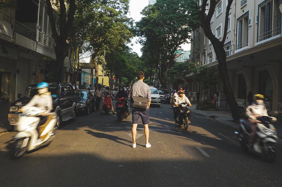 Our designer, Joey, risking his life in the streets of Ho Chi Minh City. But hey, that Everyday Messenger sure looks good from that angle.  #vietnam #scooters #hochiminhcity #theeverydaymessenger #peakdesign #findyourpeak