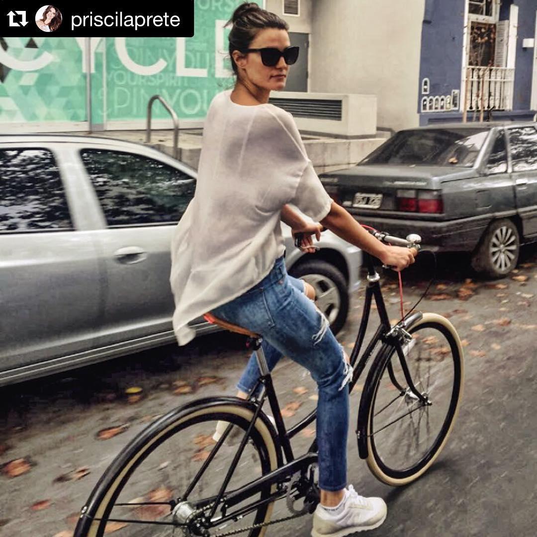 #Repost @priscilaprete with @repostapp. ・・・ #Feliz con mi #bike @monochromebikes