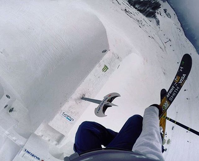 #worldrecord ... too large to measure. That ax is 32 ft. tall. @mrdavidwise going absurdly huge at @nineknights!