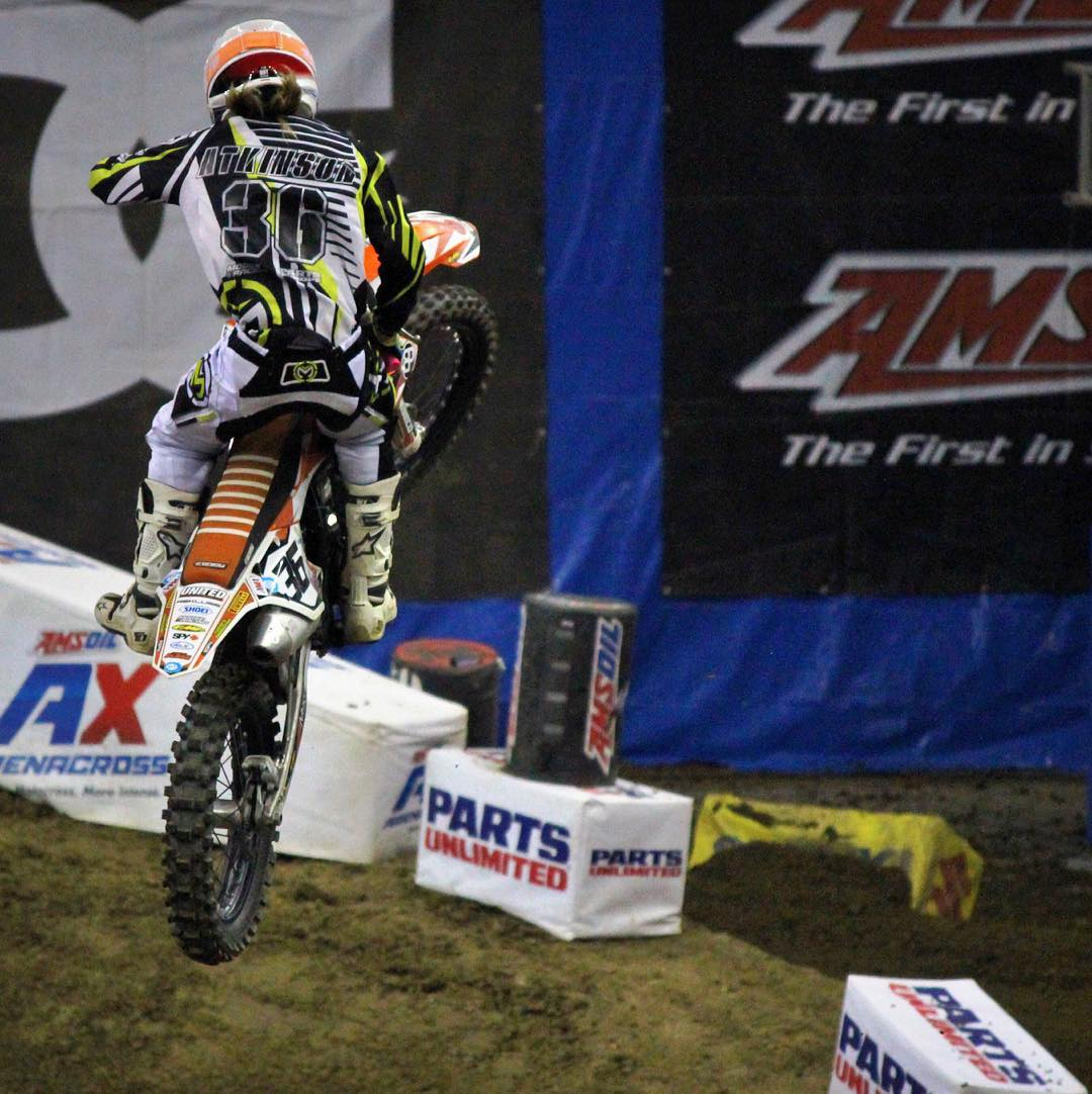 The first @arenacross round was sick besides having a crash course in the whoops and finally started getting the hang of em in the last practice. Miss it by a few positions... Next rounds will be a different story tho . Hitting whoops all week long!...