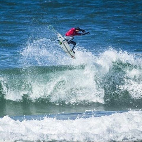 regram @vincentduvignac #proZarautz  It was good to put the jersey on even for 2 heats only.  Huge Congratz to @jonathang_onzalez 1st and my @ripcurl_europe team mate @_miguelblanco_ 2nd !!! Boards are awesome thanks @rob_vaughan_surfboards Regram...