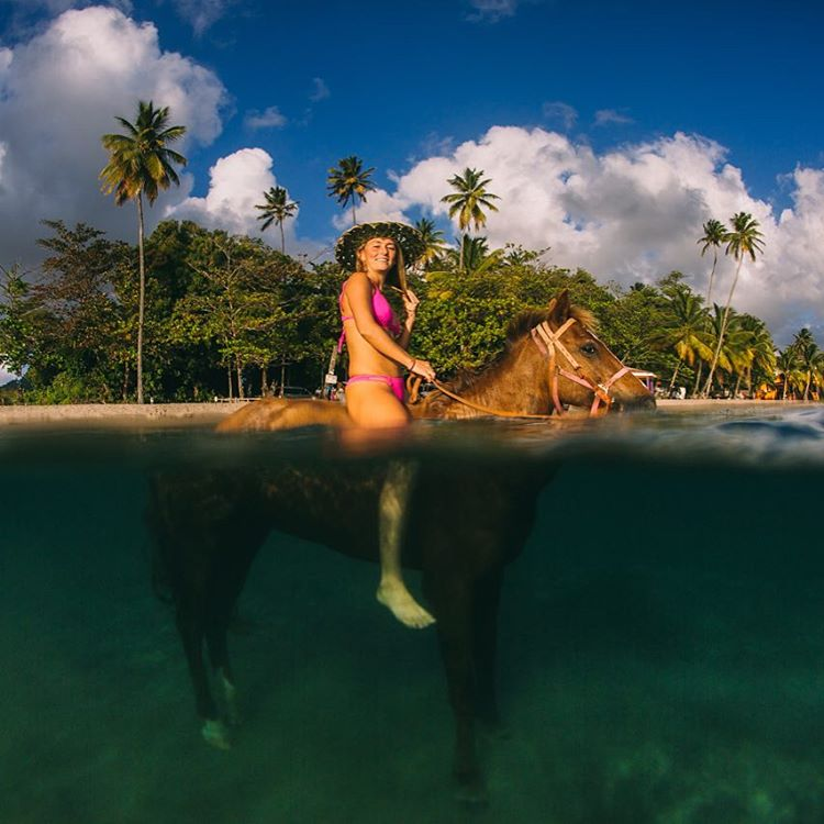 Throwin' it back to just over a year ago when one of @alisonsadventures and I's childhood dreams came true ... playing with horses in the sea!