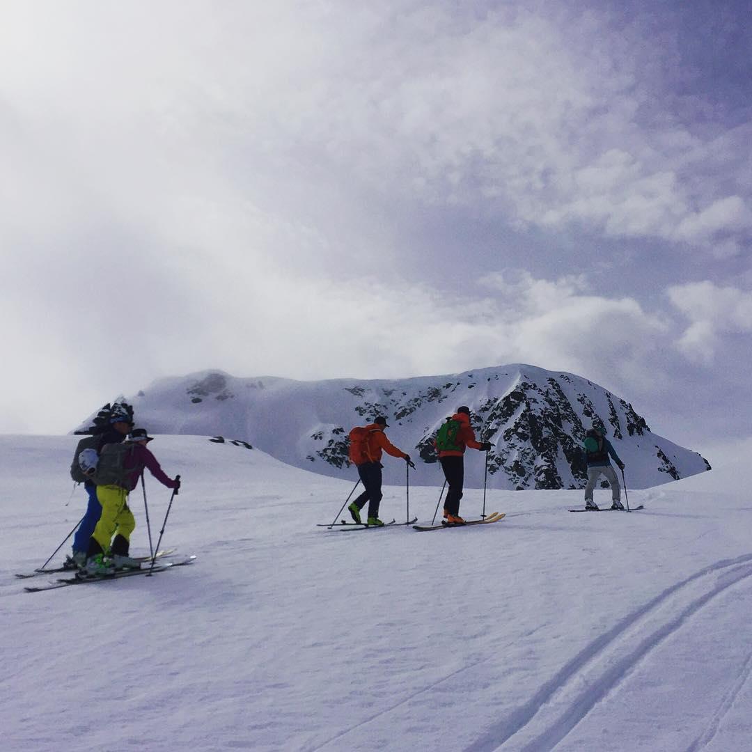 Skin To Win! #earnyourturns #skiing #justsendit #whistlerblackcomb #skitouring @whistlerblackcomb @extremelycanadian #WhoaBrah