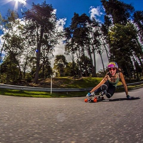 Please help us wish a nice recovery to our LGC Colombian Ambassador @chelagiraldo who broke her femur two weeks ago. Fuerza Chelita! Here's one of her classic shots with her classic smile.  Photo cred?  #longboardgirlscrew #womensupportingwomen...